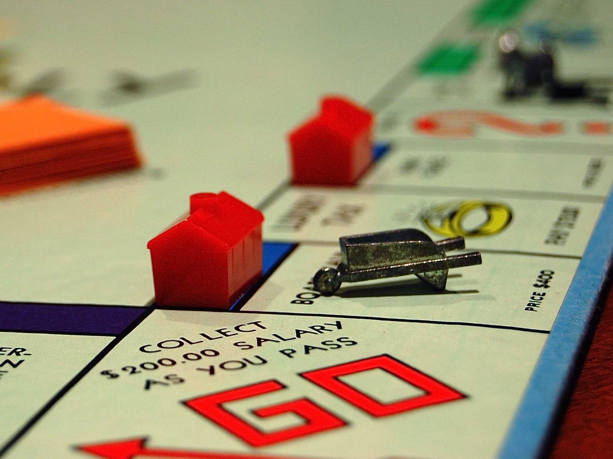 how to buy hotels in monopoly